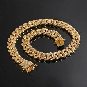 New 18 k yellow gold Cuban chain. Necklace